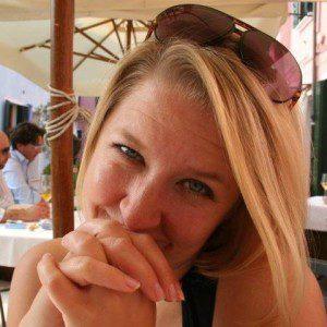 headshot, Amy Baer