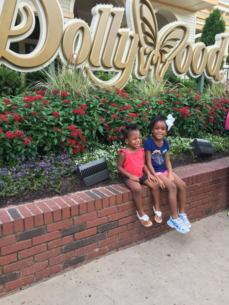 Girls outside Dollywood