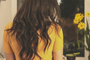 wavy hair yellow shirt