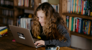 Momfessions Podcast discusses social media safety for kids in episode 27