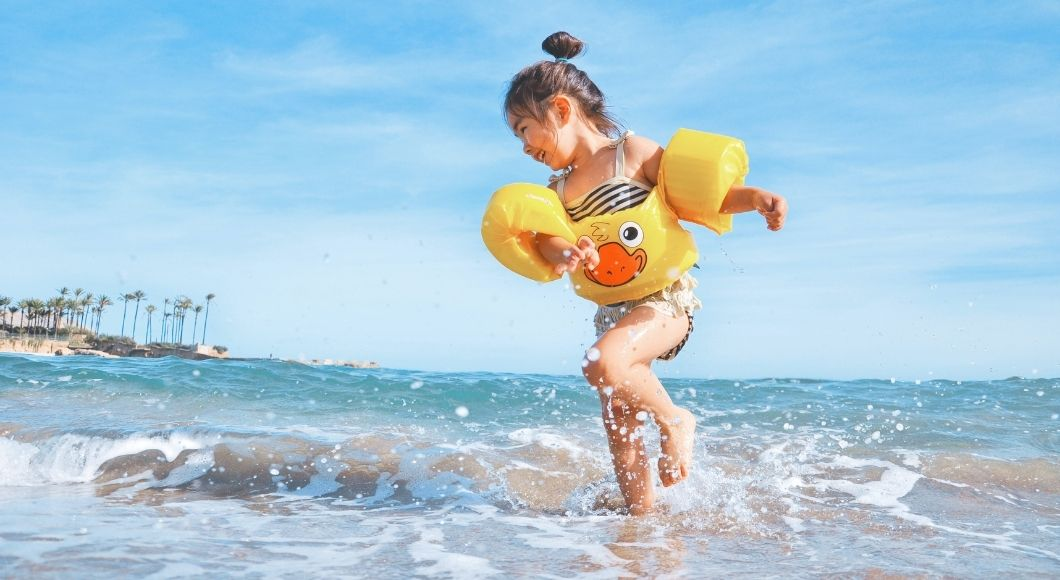 girl splashing water beach